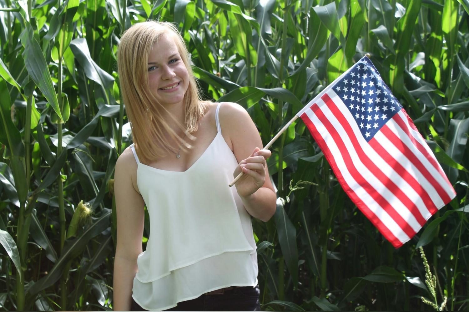 Sophomore+Louisa+Boockhoff+posing+with+an+American+Flag.+