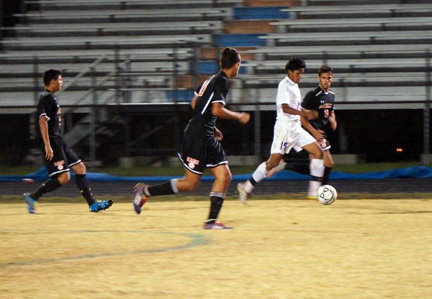 Boys+soccer+scores+big+goals+against+Clarksburg+and+Rockville+high+schools