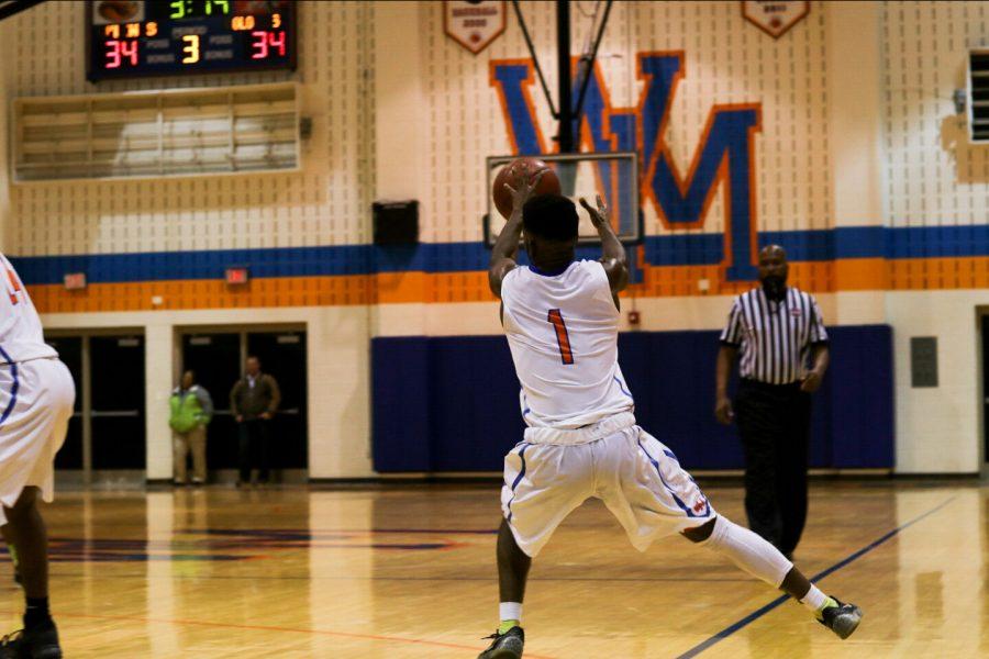 Senior+Kendale+Sewell+inbounding+the+ball