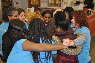 Volunteers+and+students+are+doing+an+activity+that+helps+students+get+to+know+each+other+and+build+communication+skills.+