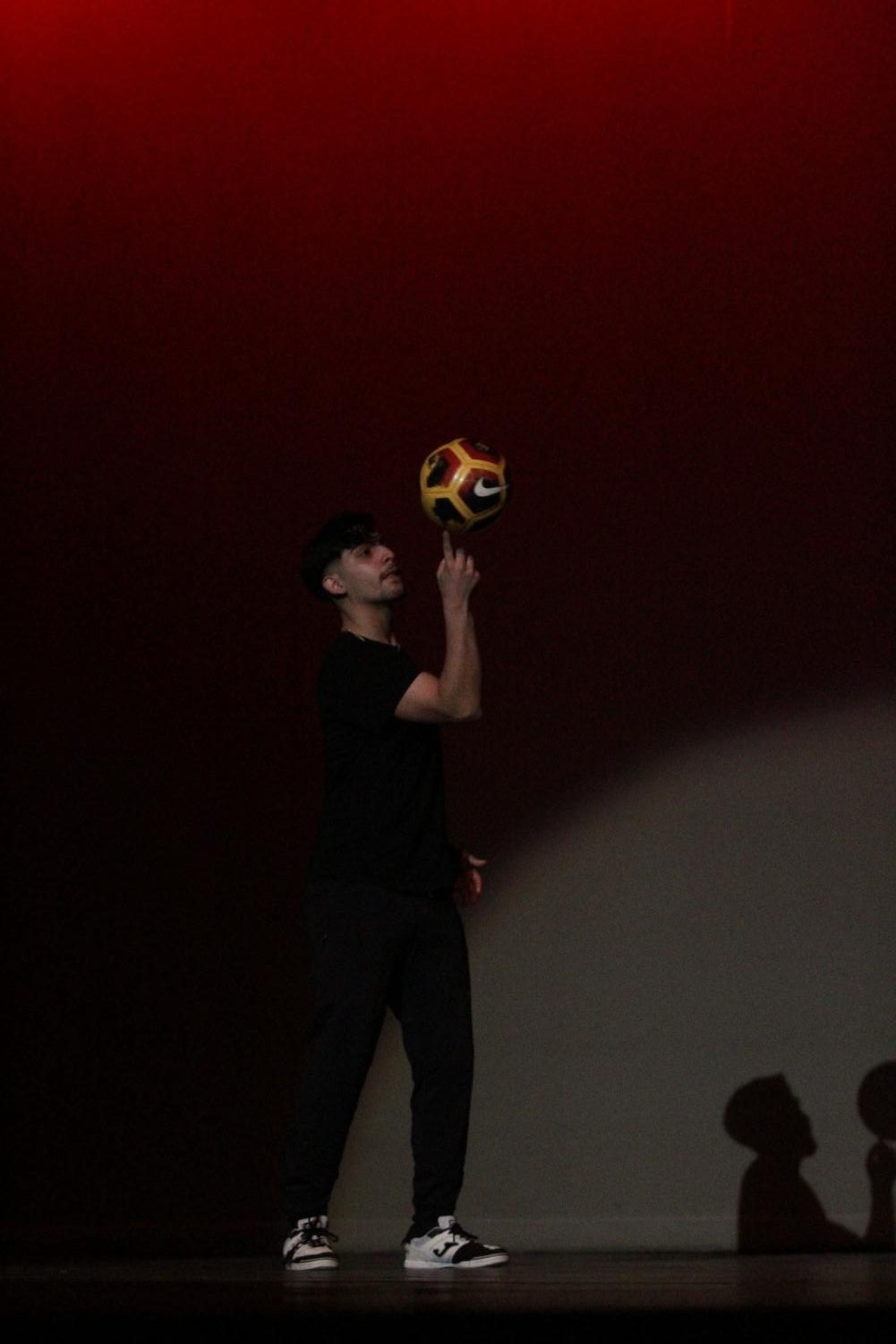 Senior+and+contestant+Isai+Flores+performs+soccer+tricks+during+the+talent+portion+of+the+Mr.+Watkins+Mill+contest.