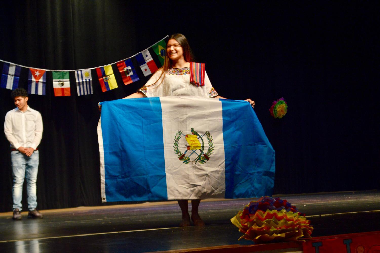 Senior+Catelin+Cruz+holds+up+the+Guatemalan+flag+with+pride.