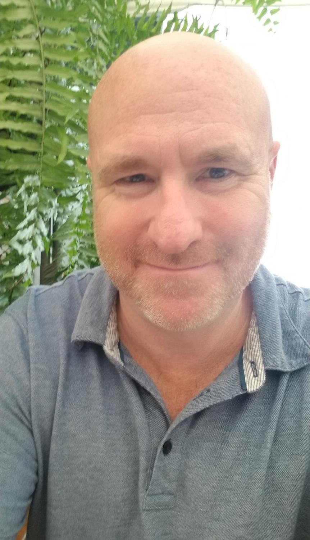 English+teacher+Scott+Tarzwell+takes+a+selfie+in+El+Salvador.