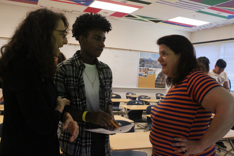 American+Sign+Language+teacher+Amy+Crumrine+speaks+to+a+freshman+through+an+ASL+interpreter.