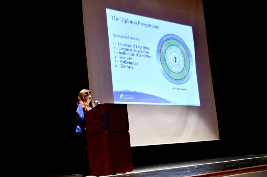 IB coordinator Lisa Ingram presenting the six required courses in the IB diploma program to parents and students alike.