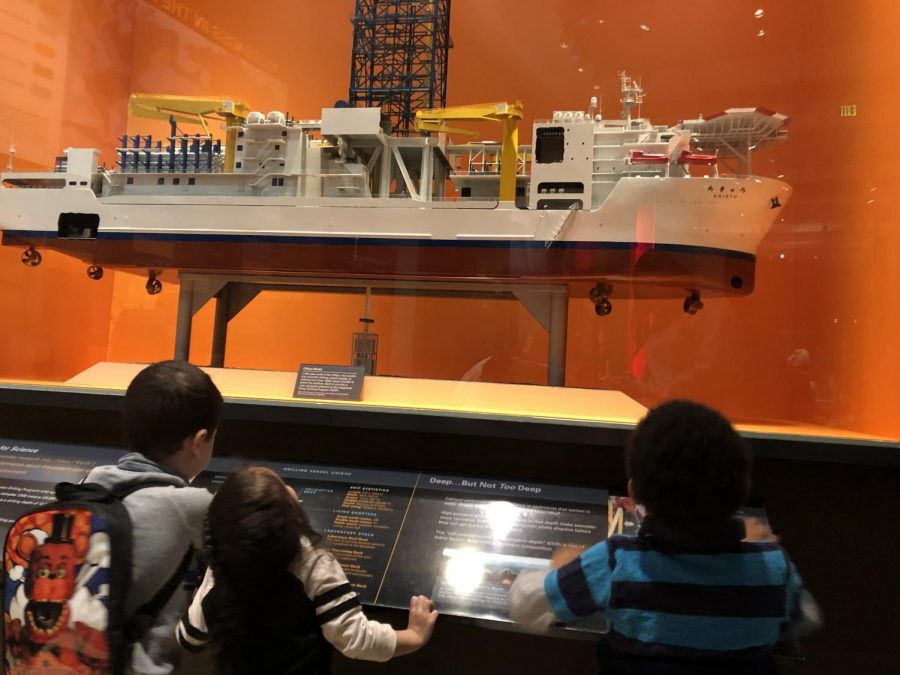 Preschoolers+learning+about+the+model+drilling+vessel.+